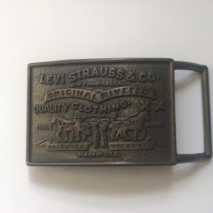 LEVI STRAUSS & CO BELT BUCKLE